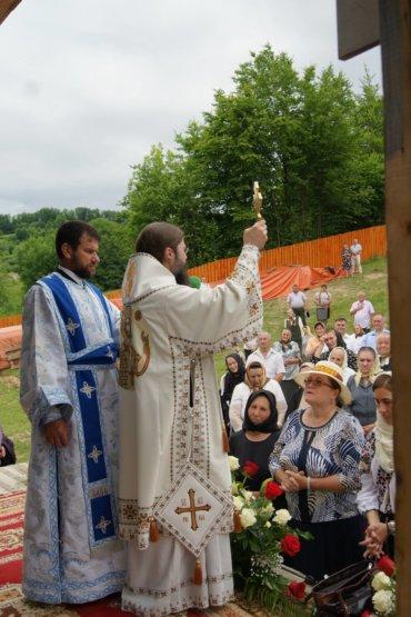 Duminică, 11 iunie 2017, Părintele Episcop Macarie Drăgoi al Europei de Nord a slujit Sfânta Liturghie la Mănăstirea Strâmba – Josenii Bârgăului, jud. Bistrița-Năsăud