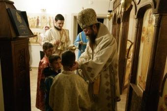 De Ziua Internațională a Copilului, Preasfințitul Părinte Episcop Macarie a vizitat în Stockholm copiii bolnavi