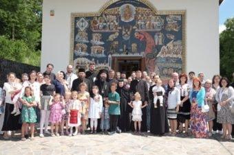 Tabăra de vară a tinerelor familii româneşti din țarile scandinave lângă Mănăstirea năsăudeană Cormaia-Sângeoez Băi