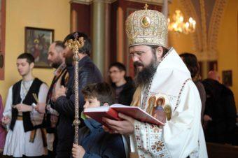 """Preasfințitul Părinte Macarie Drăgoi: În aceste vremuri, când aceleași forțe demonice, sub forme diferite, se pornesc asupra noastră, să strigăm așa cum a strigat odinioară Nestor, biruindu-l pe Lie uriașul și să spunem din toată inima: """"Dumnezeul lui Dimitrie, ajută-ne!"""" și """"Dumnezeul Sfinților închisorilor, ajută-ne!"""""""
